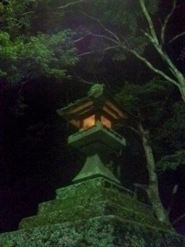 鳳来寺 石灯籠01